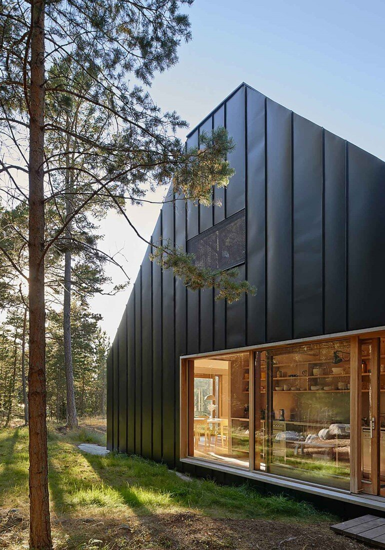 Classic Nordic Cabin - Husarö House by Tham & Videgård Arkitekter (6)