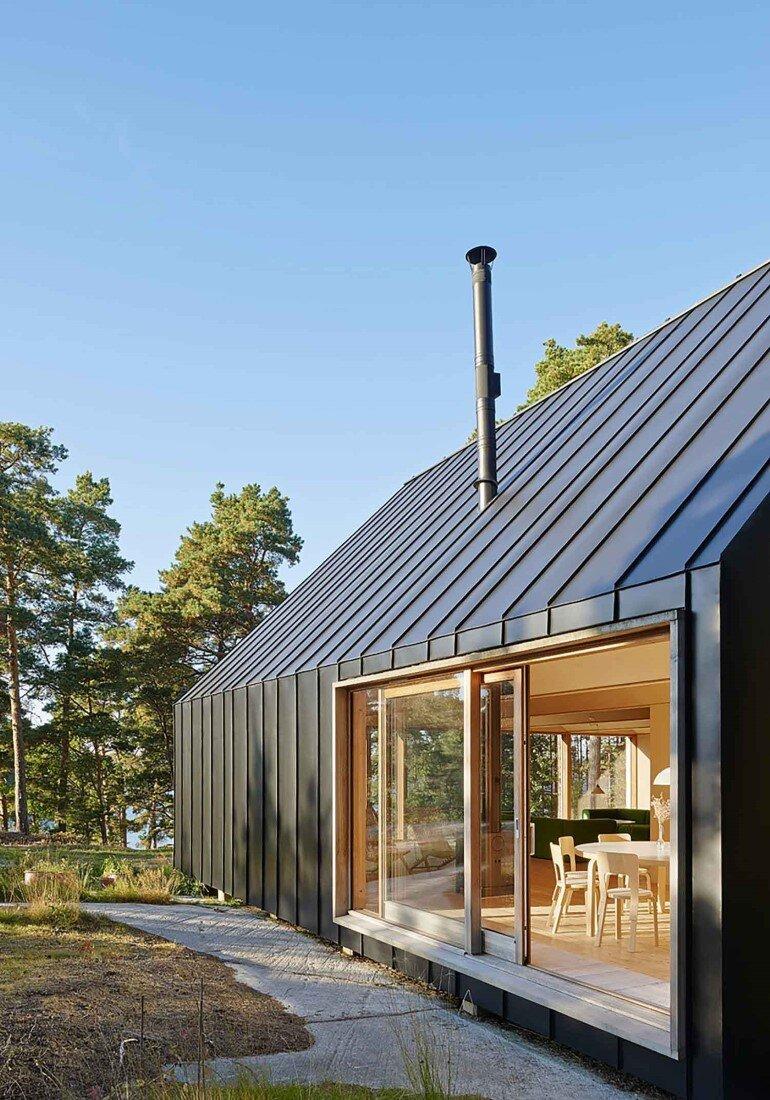 Classic Nordic Cabin - Husarö House by Tham & Videgård Arkitekter (8)