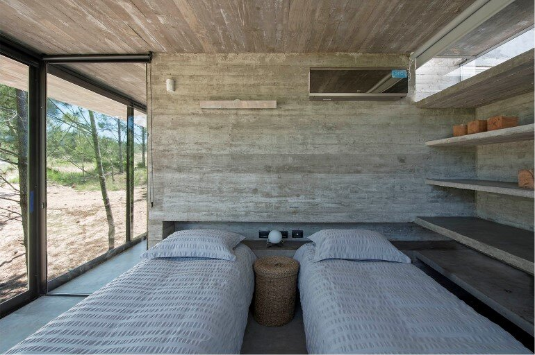 Concrete Holiday Retreat in Argentina by Luciano Kruk (19)