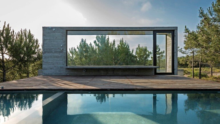 Concrete Holiday Retreat in Argentina by Luciano Kruk (27)