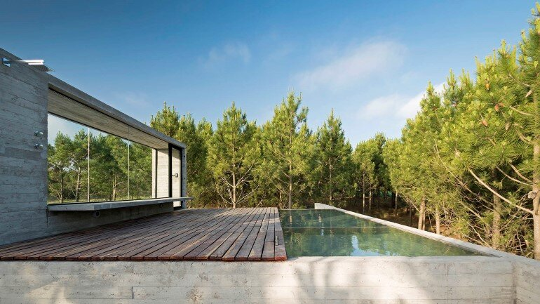 Concrete Holiday Retreat in Argentina by Luciano Kruk (28)