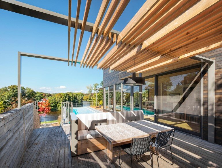 Contemporary Patio for Festive Gatherings with Friends and for Family Relaxation