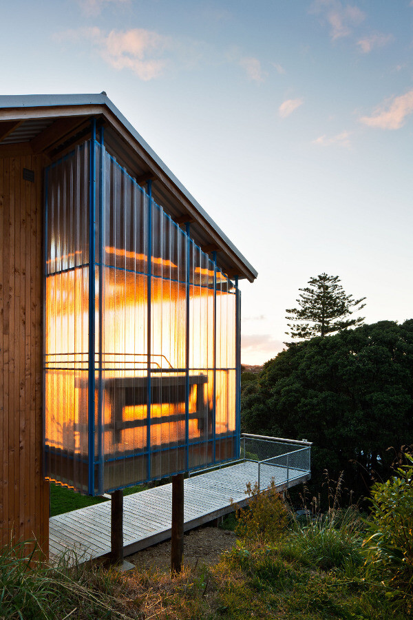 Dogbox is a House on a Steep Whanganui Hillside New Zealand (12)