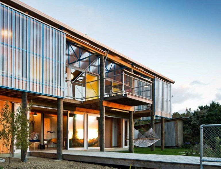 Dogbox is a House on a Steep Whanganui Hillside New Zealand (13)