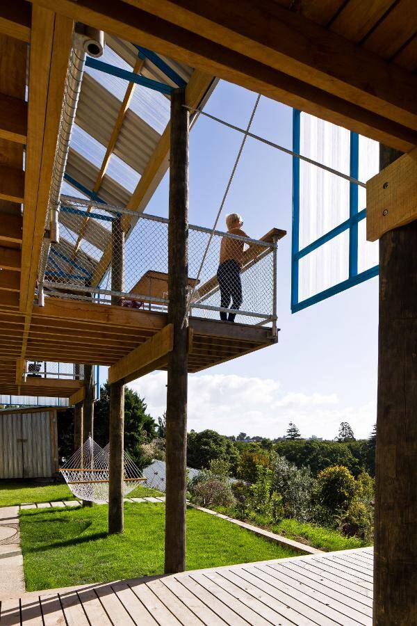 Dogbox is a House on a Steep Whanganui Hillside New Zealand (2)