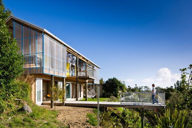 Dogbox is a House on a Steep Whanganui Hillside New Zealand (21)