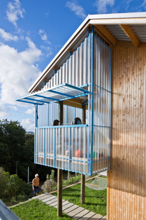 Dogbox is a House on a Steep Whanganui Hillside New Zealand (9)