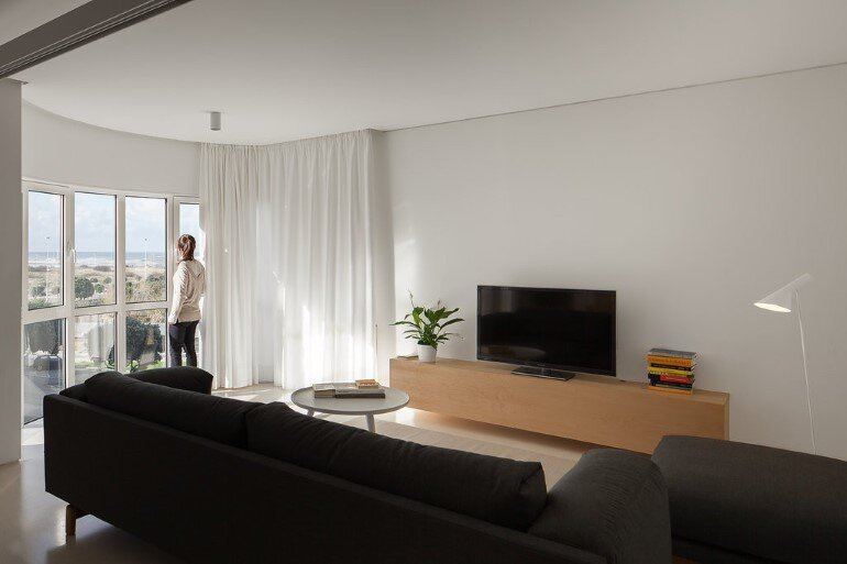 Forte Apartment was Turned to the Light by Merooficina (11)