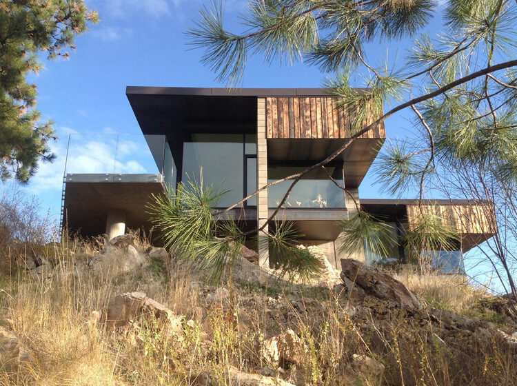 Friesen Wong House – Composition of Burned Fir Planks, Raw Concrete Blocks and Steel Sheets