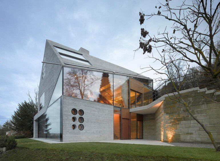 House 36 is Shaped like a Mountain Crystal / Stuttgart