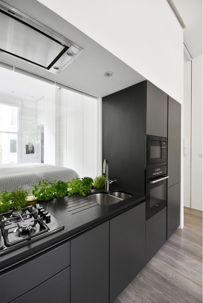 Nevern Square Apartment Has a Highly Optimized and Bespoke Design (18)