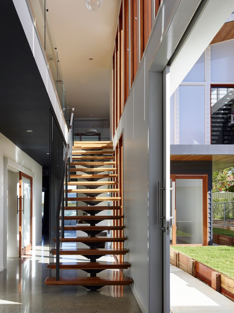 Nundah House Has Simple Forms Balanced with Contrasting Colours 5