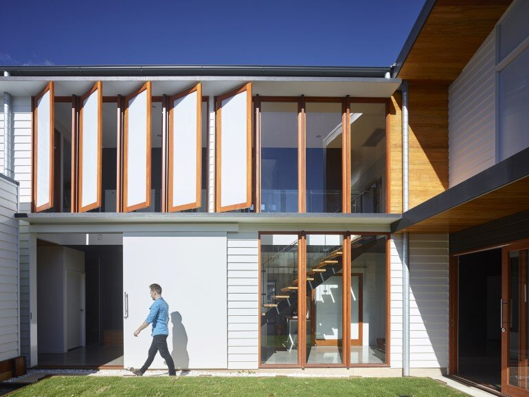 Nundah House Has Simple Forms Balanced with Contrasting Colours 8