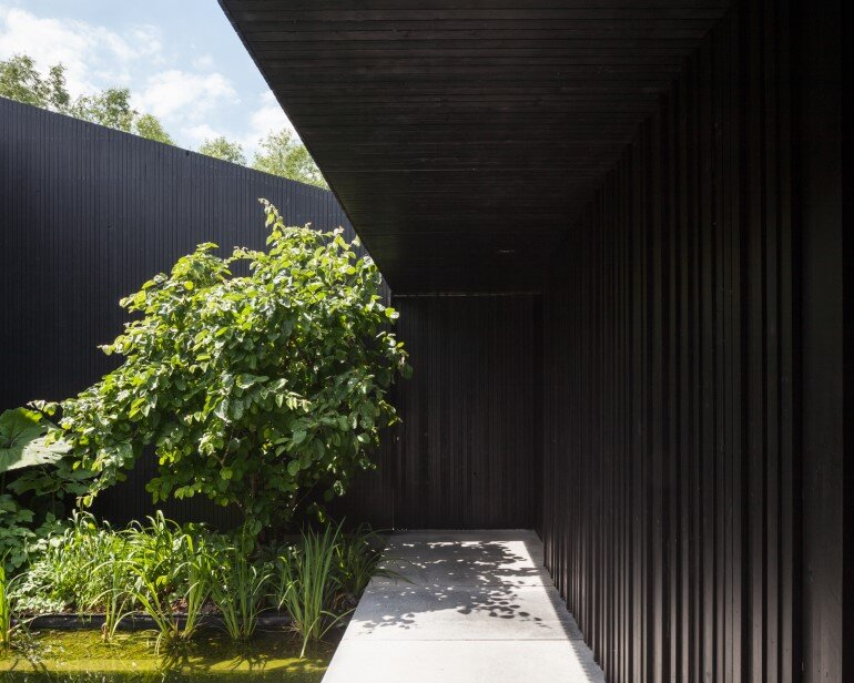 TV House is Made Up by Different Volumes Centered Around a Green Space (2)