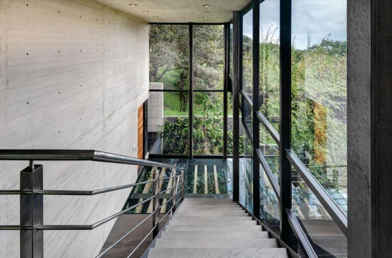 This Forest House Consists of Two Volumes Connected by Metal Bridges (15)