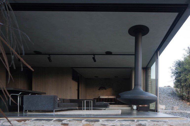 This Mountain Retreat is a Subtle Insertion in the Alpine Landscape (7)