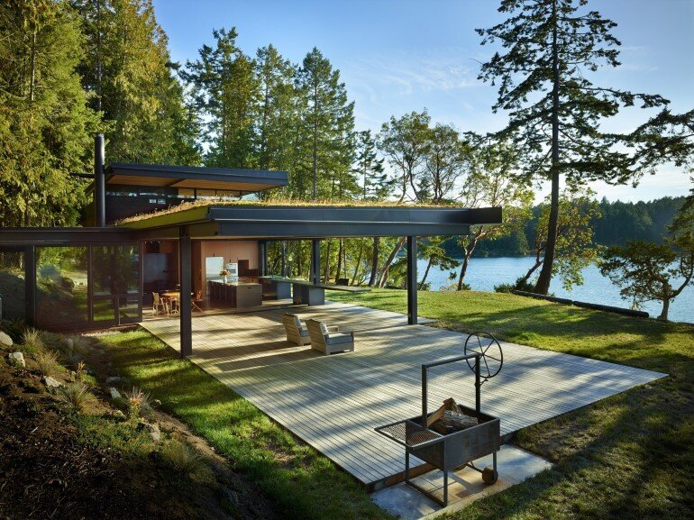 This Waterfront Retreat is Embraced by Dense Woods (20)