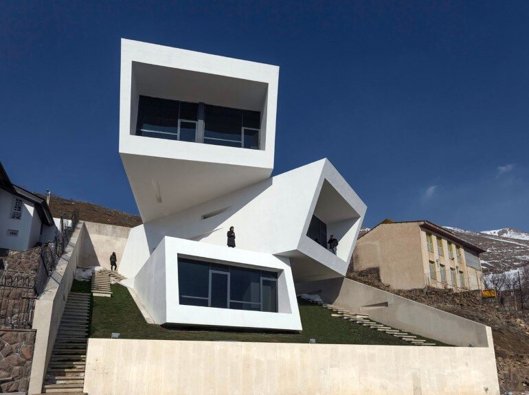 A House is Formed by Three Overlapping Boxes (1)