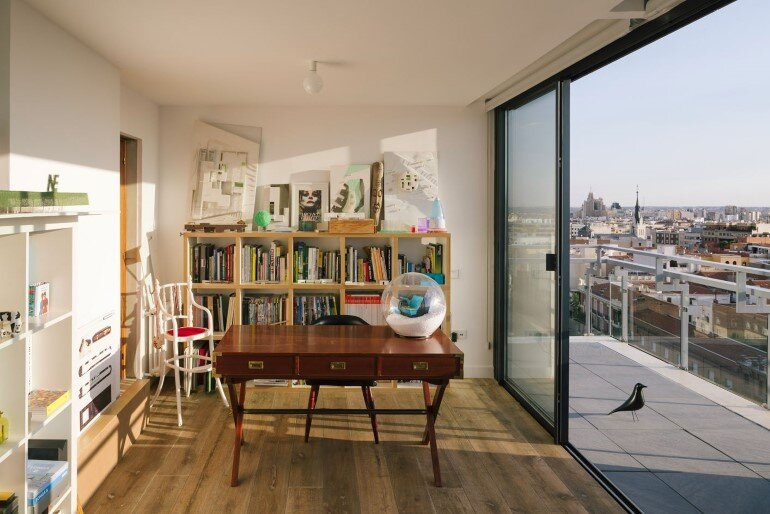 Attic House Situated in a Tower in the Center of Madrid (19)