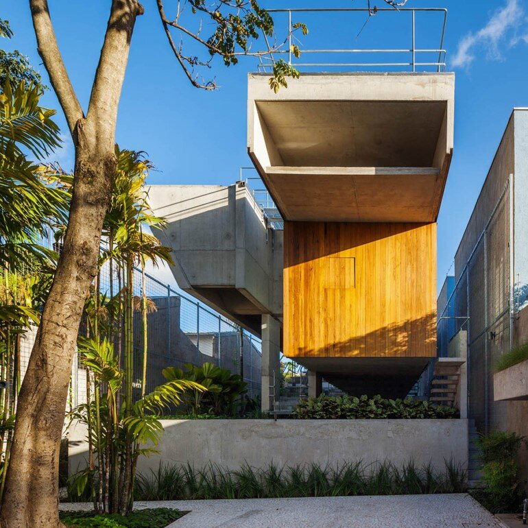 Concrete Weekend House in Downtown São Paulo (1)