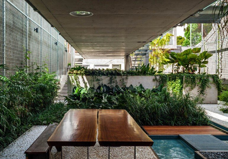 Concrete Weekend House in Downtown São Paulo (13)