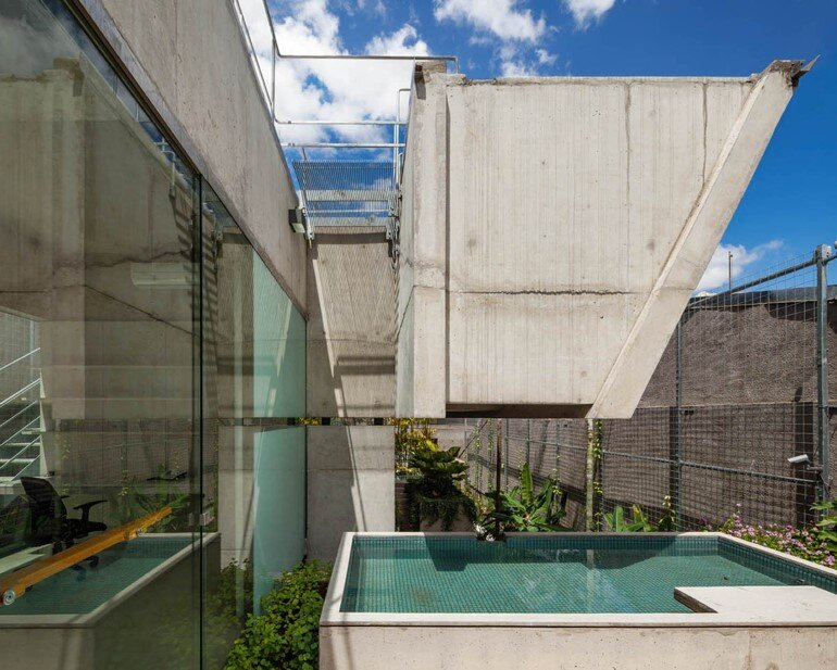 Concrete Weekend House in Downtown São Paulo (14)