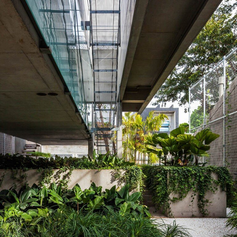 Concrete Weekend House in Downtown São Paulo (22)
