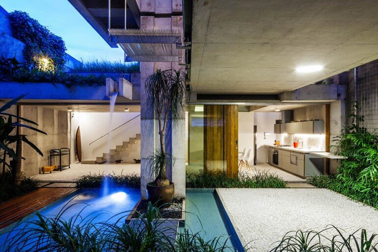 Concrete Weekend House in Downtown São Paulo (24)