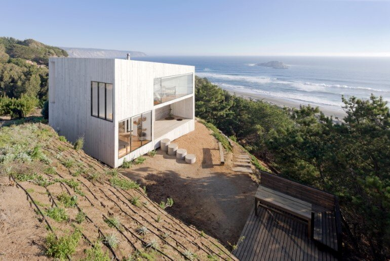 D House – Two Storey House Situated at the Top of a Cliff