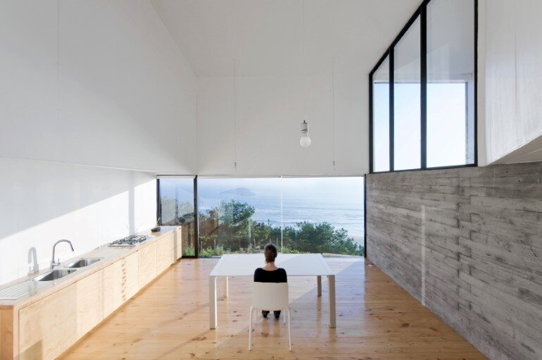 D House - Two Storey House Situated at the Top of a Cliff (10)