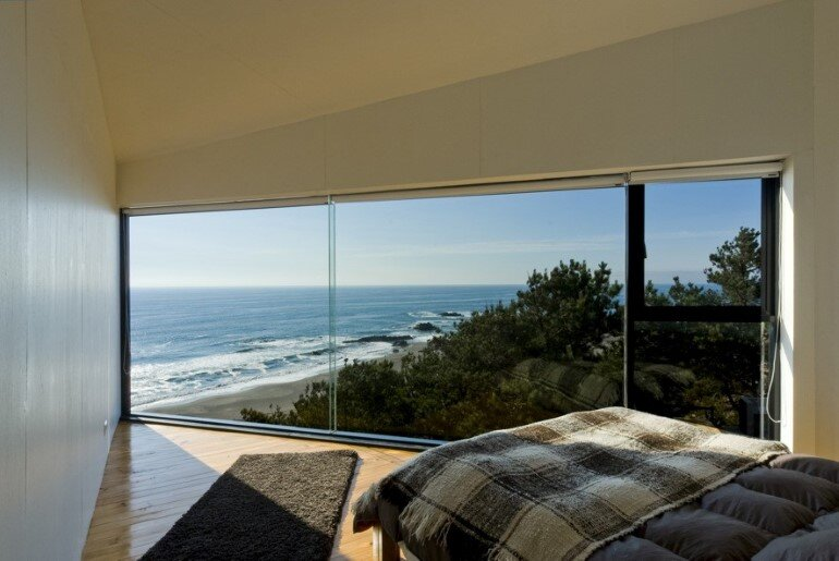 D House - Two Storey House Situated at the Top of a Cliff (15)