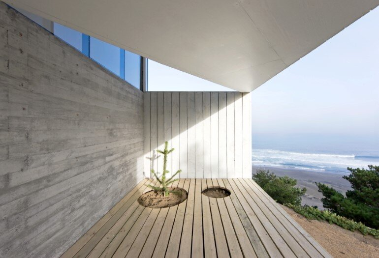 D House - Two Storey House Situated at the Top of a Cliff (5)
