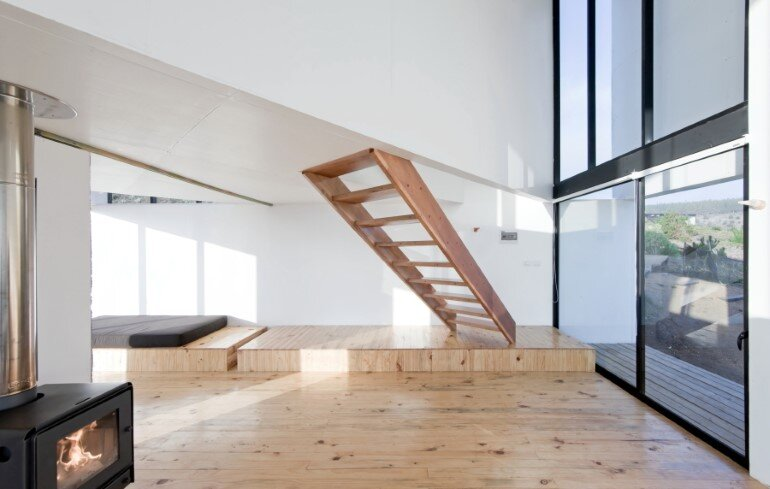 D House - Two Storey House Situated at the Top of a Cliff (9)