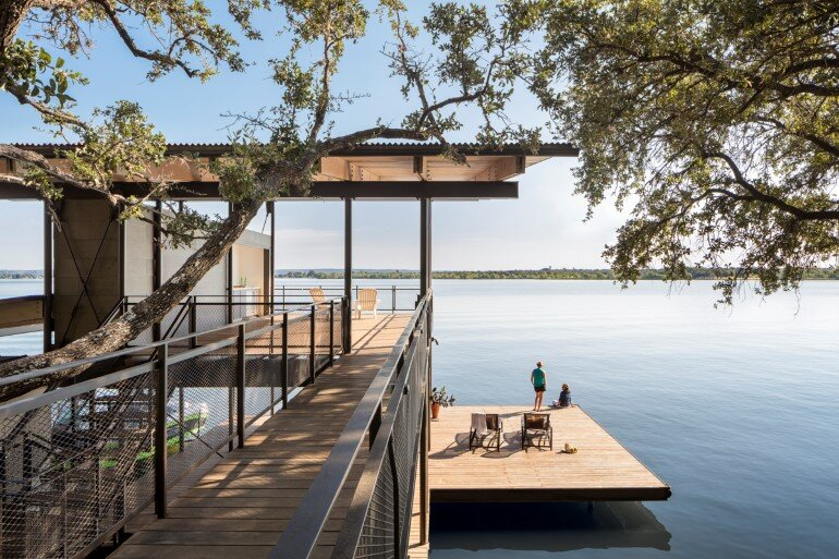 Lakeside House rises above the trees for 180-degree views (18)