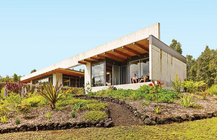 Lavaflow House in Hawaii by Craig Steely Architecture (1)
