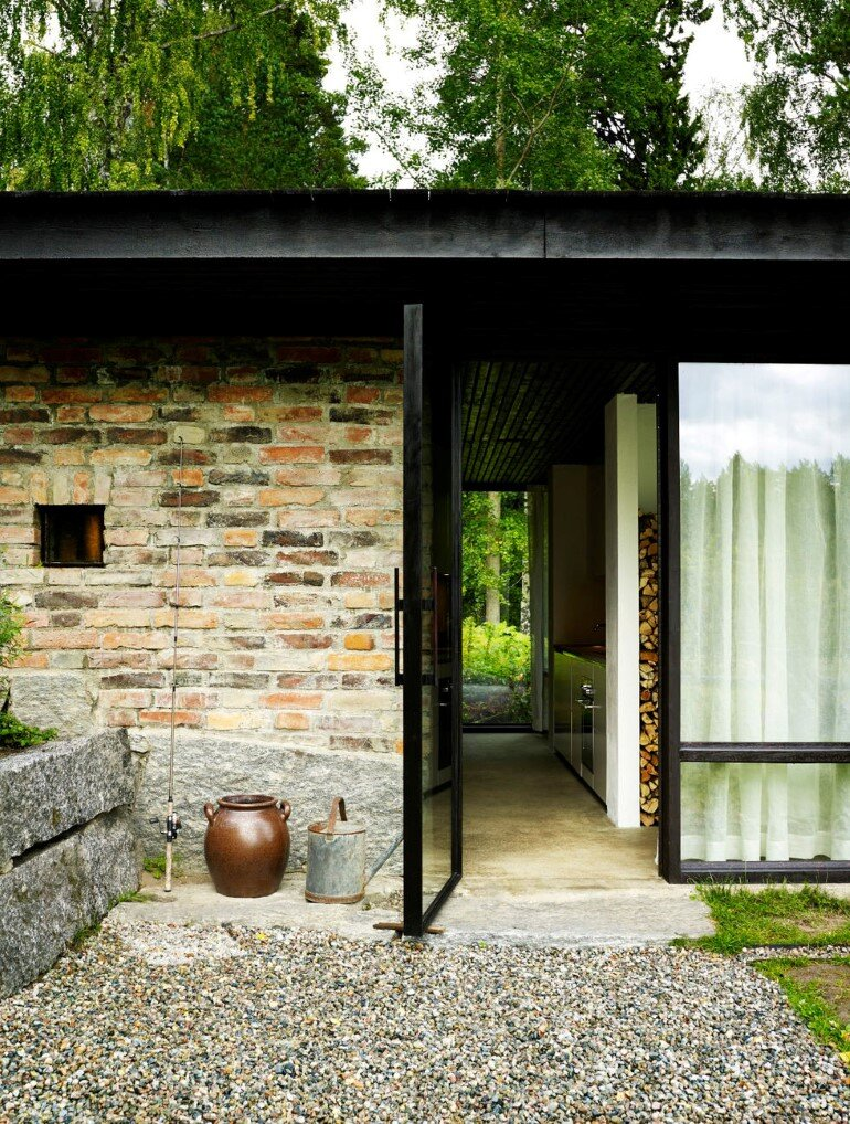 Lundnas House Combine Contemporary Aesthetics with Local Architectural Traditions (10)