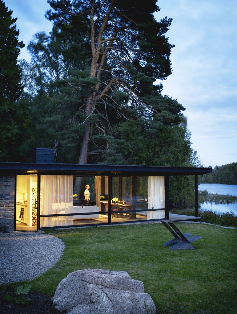 Lundnas House Combine Contemporary Aesthetics with Local Architectural Traditions (13)