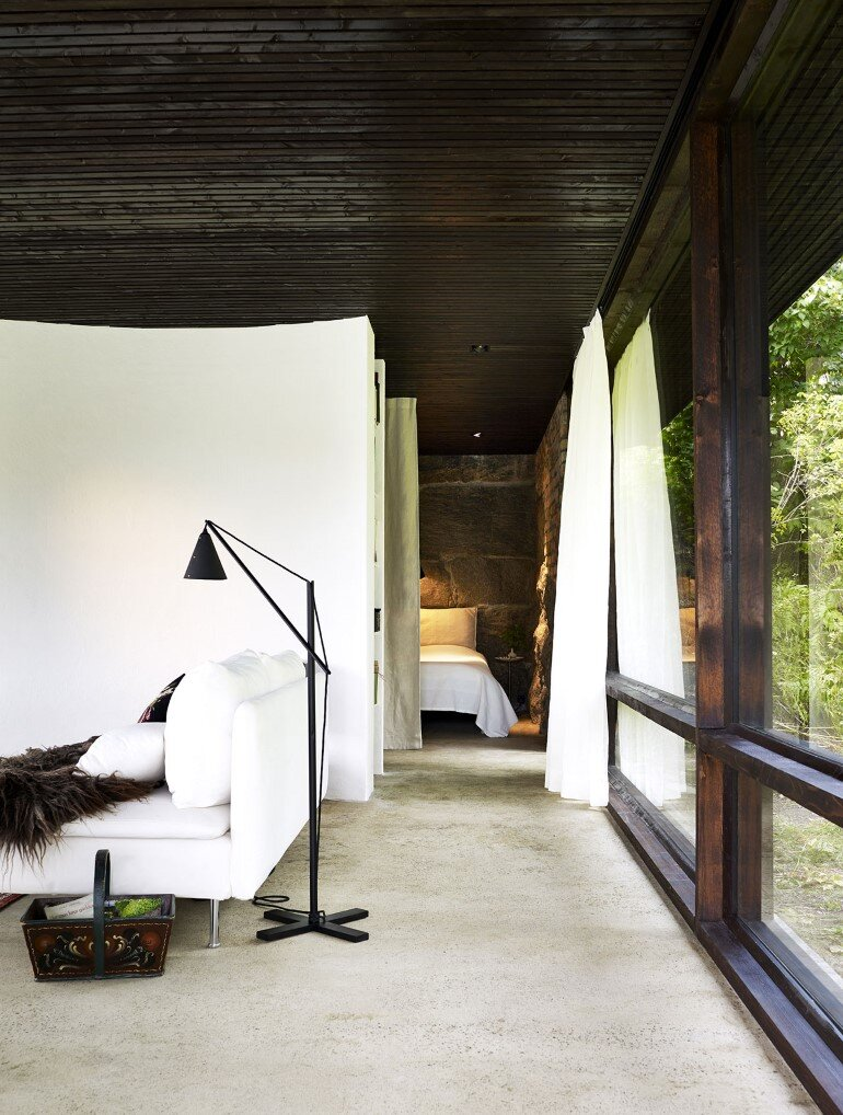 Lundnas House Combine Contemporary Aesthetics with Local Architectural Traditions (15)