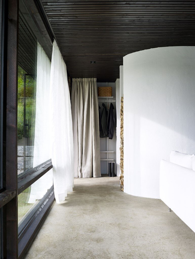 Lundnas House Combine Contemporary Aesthetics with Local Architectural Traditions (16)