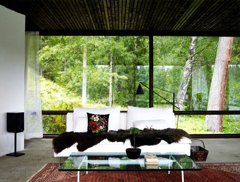 Lundnas House Combine Contemporary Aesthetics with Local Architectural Traditions (5)