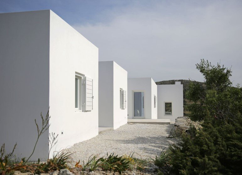 Modern and Minimalist House on the Island of Paros, Greece (2)