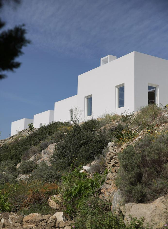 Modern and Minimalist House on the Island of Paros, Greece (24)