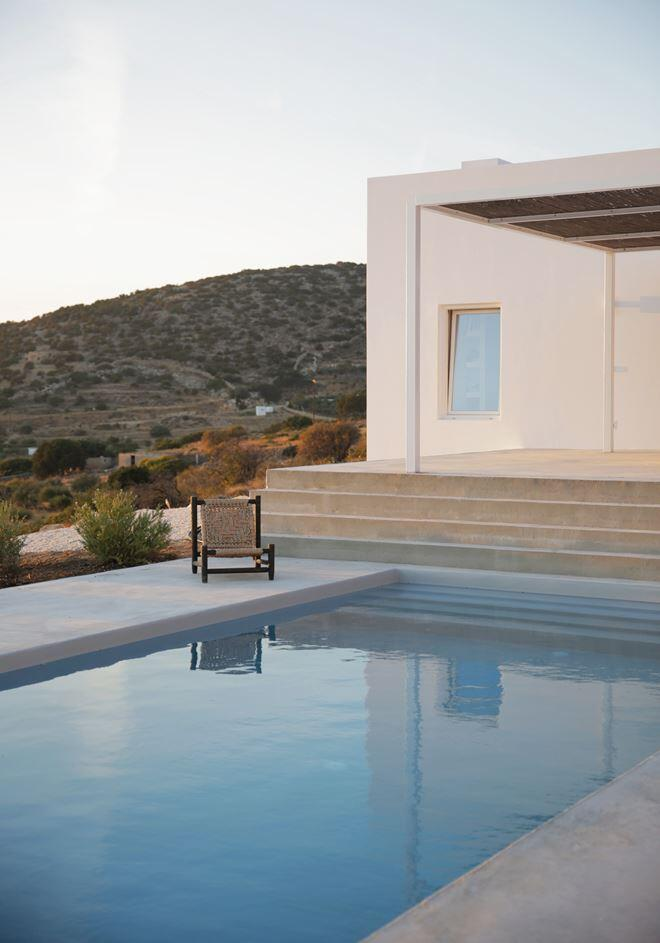 Modern and Minimalist House on the Island of Paros, Greece (4)