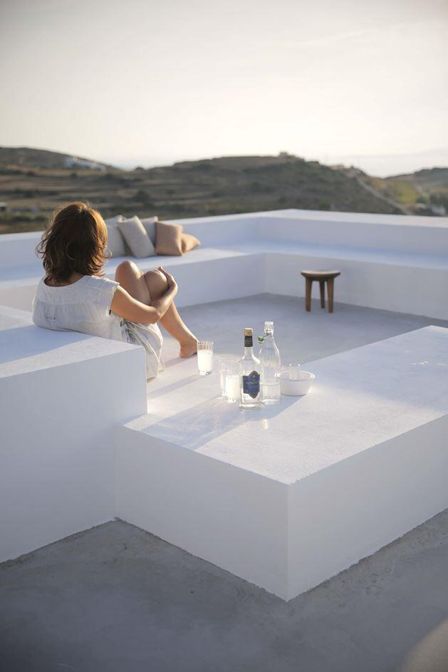 Modern and Minimalist House on the Island of Paros, Greece (5)