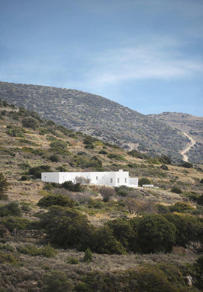Modern and Minimalist House on the Island of Paros, Greece (7)