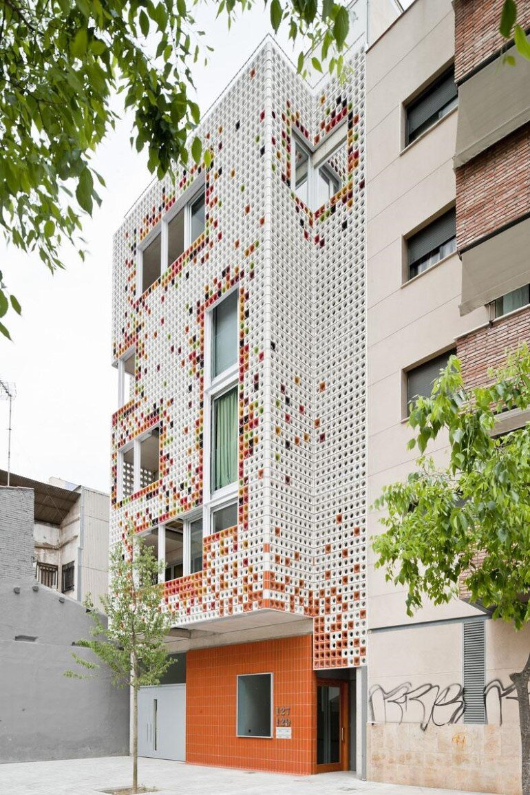 Multifamily Housing Designed with a Shiny Colorful Ceramic Facade (5)