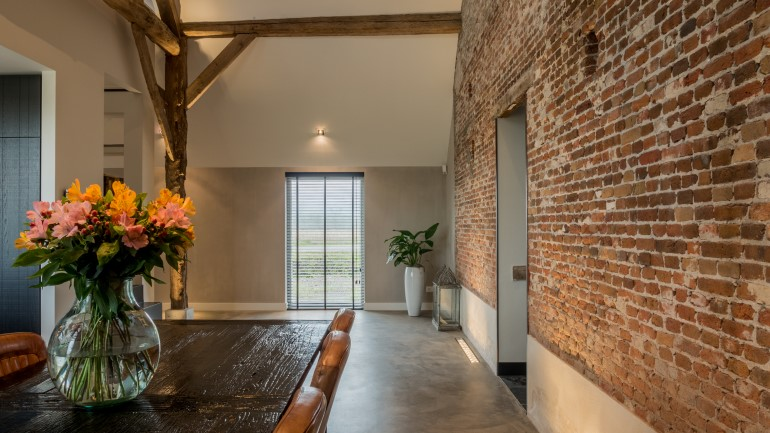 Old Dutch Farm Renovated with Preservation of Ancient Wooden Trusses (1)