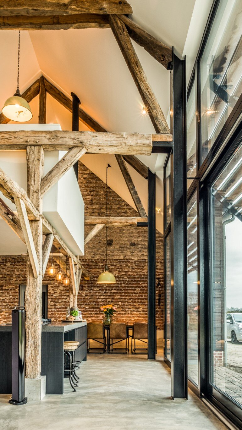 Old Dutch Farm Renovated with Preservation of Ancient Wooden Trusses (10)