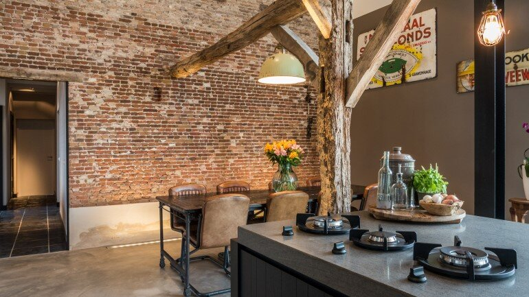 Old Dutch Farm Renovated with Preservation of Ancient Wooden Trusses (12)