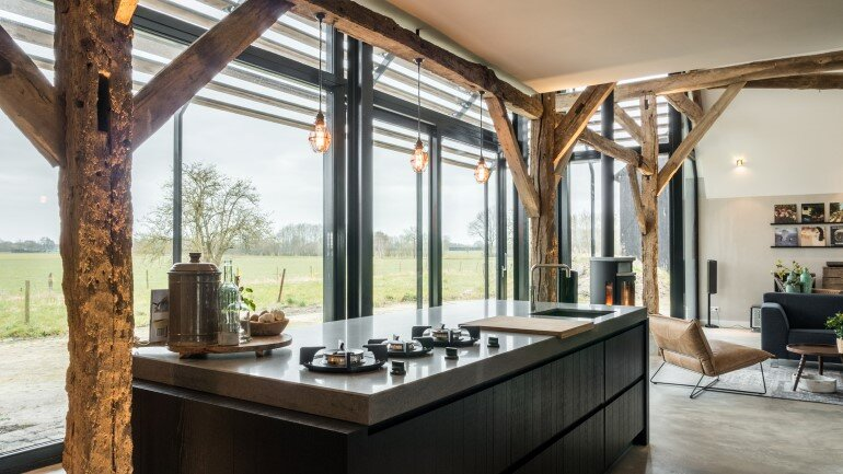 Old Dutch Farm Renovated with Preservation of Ancient Wooden Trusses (13)